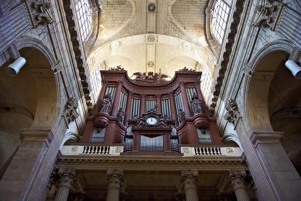 kostel varhany